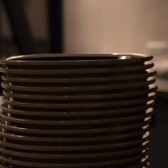 重なるお皿でさえ絵になりますね