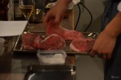 ちょっと見てくださいまし、このお肉!福島牛でございます!